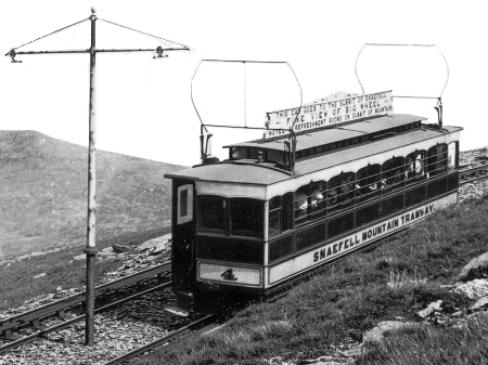 Car No.4 ascending to the summit during 1905. © Website Collection